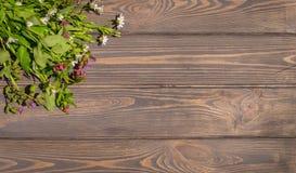 Felicitações na festa da trindade Cartão com o ramalhete dos wildflowers Foto de Stock