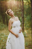 Felik härlig flicka för skog i vit Arkivbild