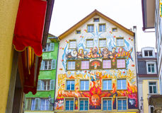Felik målning på väggen av ett hus i Lucerne på Schweiz Royaltyfria Foton