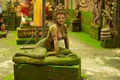 Felik stuckaturgudinna med grön mossa, Arkivbild