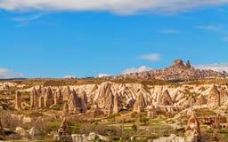 Felika hus stenar den naturliga stenfästningen för klippor och Uchisar Royaltyfria Bilder