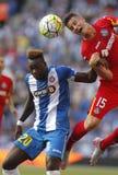 Felipe Caicedo av den Espanyol kampen med Carlos Vigaray Royaltyfri Bild