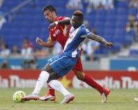 Felipe Caicedo av den Espanyol kampen med Juan RodrÃguez Arkivbild