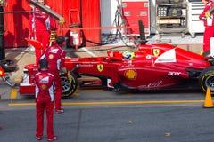 Felipe Massa die (BUSTEHOUDER) in kuil-steeg wacht Royalty-vrije Stock Foto