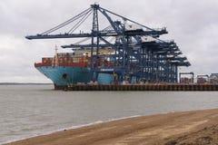 FELIXSTOWE, ВЕЛИКОБРИТАНИЯ - 29-ОЕ ДЕКАБРЯ 2018: Линия контейнеровоз Mette Maersk Maersk состыковала на порте Felixstowe стоковые фотографии rf