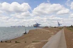 Felixstowe port från shoreline arkivbild