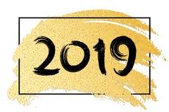 Feliz Año Nuevo 2019 Bandera de lujo de brillos de oro Mano drenada Cepillo del oro en estilo del grunge Marco negro Caligrafía n Imágenes de archivo libres de regalías