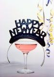 Feliz Año Nuevo; chamagne, sombrero del partido y confeti Fotografía de archivo libre de regalías