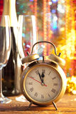 Feliz Año Nuevo - champán y despertador Fotografía de archivo libre de regalías