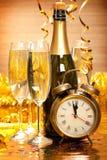 Feliz Año Nuevo - Champán y reloj Fotos de archivo