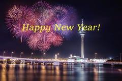 Feliz Año Nuevo con el fuego artificial y el mar Festivo, estación foto de archivo libre de regalías