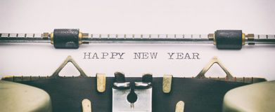 FELIZ AÑO NUEVO con mayúsculas en una hoja de la máquina de escribir Fotografía de archivo
