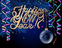 Feliz Año Nuevo de HLettering de las letras Bola de Navidad en rama de árbol de navidad y Año Nuevo lleno de savia Bola de Navida Imagen de archivo libre de regalías