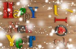 Feliz Año Nuevo de la inscripción de madera Fotos de archivo libres de regalías