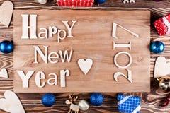 Feliz Año Nuevo de la inscripción de madera en el tablero de madera Fotos de archivo