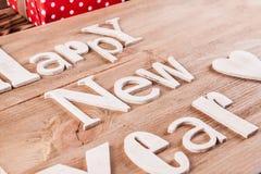 Feliz Año Nuevo de la inscripción de madera en el tablero de madera Imagen de archivo libre de regalías