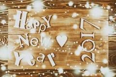 Feliz Año Nuevo de la inscripción de madera en el tablero de madera Imágenes de archivo libres de regalías