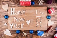 Feliz Año Nuevo de la inscripción de madera en el tablero de madera Foto de archivo libre de regalías