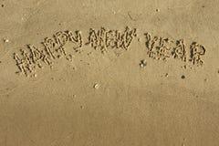 Feliz Año Nuevo de la inscripción en la arena Fotos de archivo libres de regalías