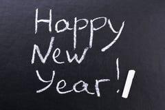 Feliz Año Nuevo de la inscripción en tablero negro Fotos de archivo libres de regalías