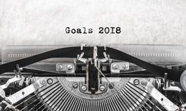 Feliz Año Nuevo de la máquina de escribir vieja del vintage escrita las metas 2018 Fotografía de archivo