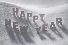 Feliz Año Nuevo de la palabra de la Navidad blanca en nieve Imagen de archivo libre de regalías