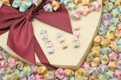 Feliz Año Nuevo de la palabra en la caja de regalo Fotografía de archivo libre de regalías