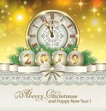 Feliz Año Nuevo 2019 de la postal con un reloj y las bolas libre illustration