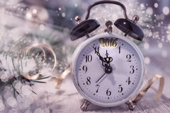 ¡Feliz Año Nuevo 2016 de la tarjeta de felicitación! con el reloj del vintage Imágenes de archivo libres de regalías