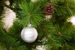 Feliz Año Nuevo de las decoraciones del árbol de navidad Imagen de archivo