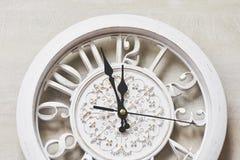 Feliz Año Nuevo en la medianoche 2018, reloj de madera viejo Fotografía de archivo