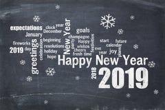 Feliz Año Nuevo 2019 en la pizarra fotos de archivo