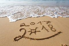 Feliz Año Nuevo 2018 en la playa Fotografía de archivo