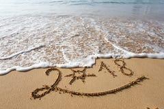 Feliz Año Nuevo 2018 en la playa Fotos de archivo libres de regalías