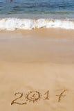 Feliz Año Nuevo 2017 en la playa Fotografía de archivo