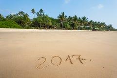 Feliz Año Nuevo 2017 en la playa Imagen de archivo