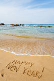 Feliz Año Nuevo 2017 en la playa Foto de archivo