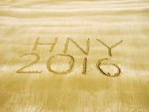 Feliz Año Nuevo 2016 en la playa de la arena Foto de archivo
