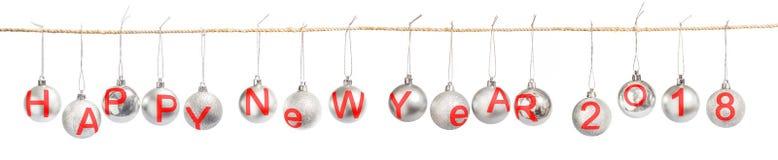 Feliz Año Nuevo 2018 en las bolas de la Navidad aisladas en blanco Imagen de archivo