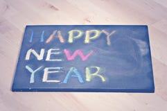 Feliz Año Nuevo en tablero negro Imágenes de archivo libres de regalías