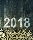 Feliz Año Nuevo 2018 en un fondo de madera de la textura en estilo del vintage Fotos de archivo libres de regalías