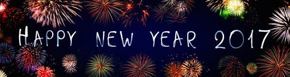 Feliz Año Nuevo 2017 escrita con la luz de neón en negro Fotos de archivo libres de regalías