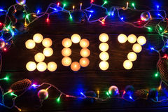 Feliz Año Nuevo 2017 escrita con las velas ardientes Foto de archivo