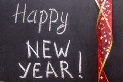 Feliz Año Nuevo 2017, escritura de la mano con tiza en la pizarra Fotografía de archivo