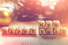 Feliz Año Nuevo - palabras de letras en los cubos de madera Foto de archivo