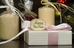 Feliz Año Nuevo, regalo, vela, celebración Fotos de archivo
