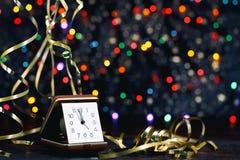 Feliz Año Nuevo 2017 Reloj viejo en fondo abstracto Foto de archivo libre de regalías