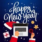 Feliz Año Nuevo Santa Claus en su ordenador portátil libre illustration