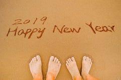 Feliz Año Nuevo 2019 y pies del amor Imagenes de archivo