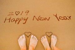 Feliz Año Nuevo 2019 y pies del amor del corazón Imagen de archivo